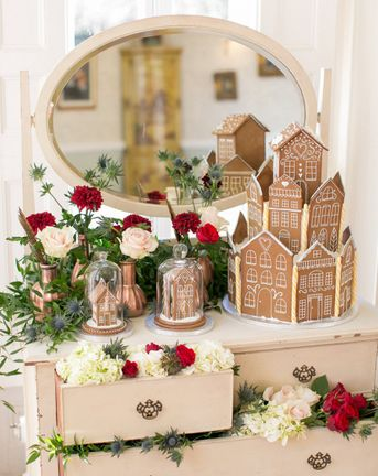 C5 gingerbread house for a festive christmas wedding Cover 1