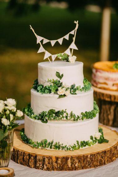 Rustic Cake Table With Wooden Log Slices