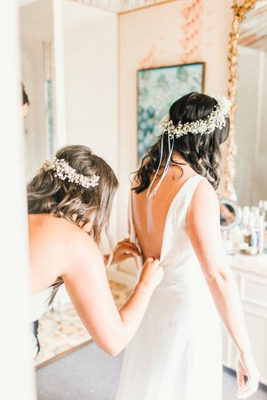 Helping the Bride | Green Wheat Floral crowns | Photography by Jessica Reeve.