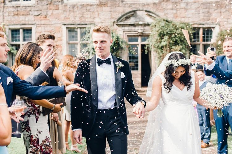 Confetti throwing | Photography by Jessica Reeve.