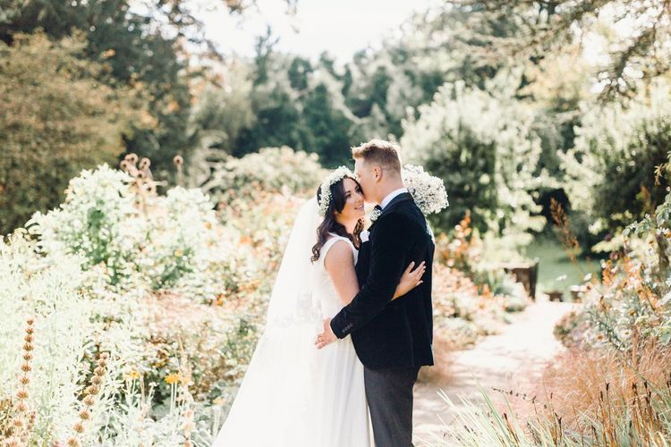 Stunning veil | Couple Shots | Askham Hall | Photography by Jessica Reeve.