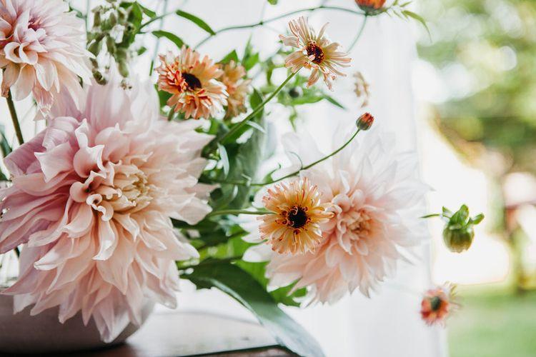 Minimalist & Understated Florals For Wedding