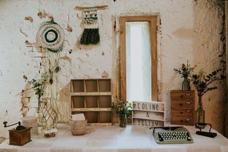 Vintage Decor | Macrame | Type writter | Lightbox | Chic Rustic French Wedding at Le Morimont Styled by Féelicité | Photography by Chloe