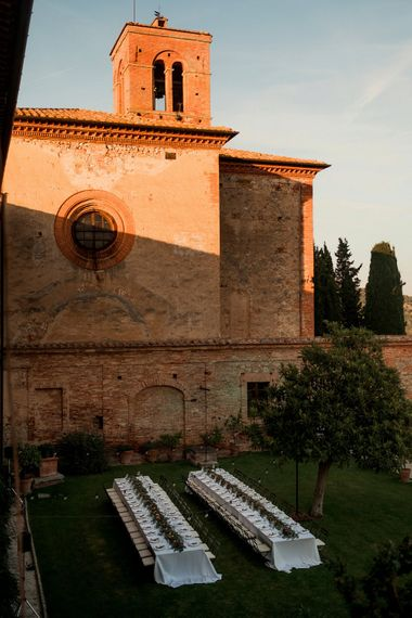 Festoon Light Outdoor Reception | Destination Wedding at Pienza, Italy | Nordica Photography