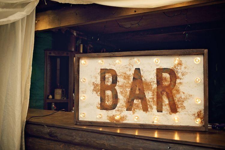 Bar Wedding Sign | Vintage Weddings Photography