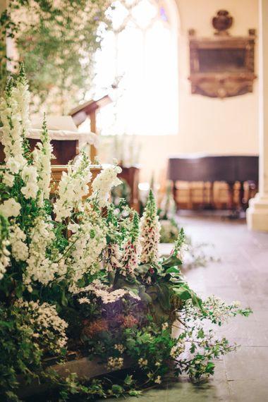 "Wedding Ceremony Flowers | Image by <a href=""https://www.mandjphotos.com/"" target=""_blank"">M&J Photography</a>"
