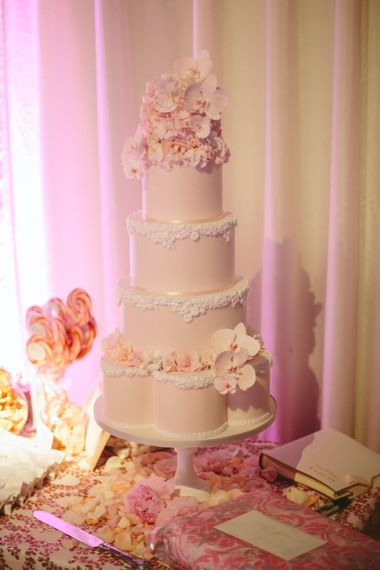"Wedding Cake | Image by <a href=""https://www.mandjphotos.com/"" target=""_blank"">M&J Photography</a>"
