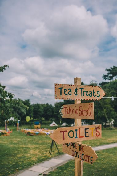 Wooden Signage For Wedding // Image By Story + Colour