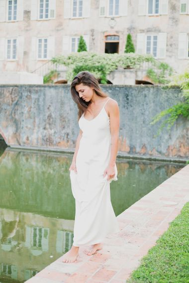 Bride ein Charlie Break Gown   Greenery on the French Riviera   Purewhite Photography   D'amour et de deco Styling
