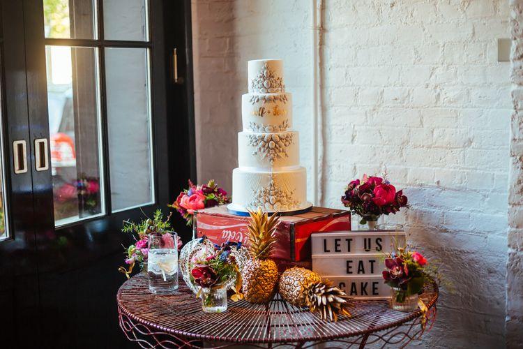 Wedding Cake | Light box Decor | Helen Abraham Photography