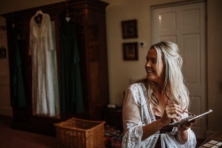 Bride getting ready | Farmhouse at Redcoats | Green Antlers Photography