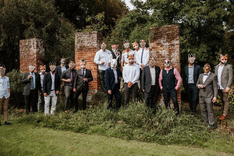 Perfect Modern Wedding Group Shot | Farmhouse at Redcoats | Green Antlers Photography