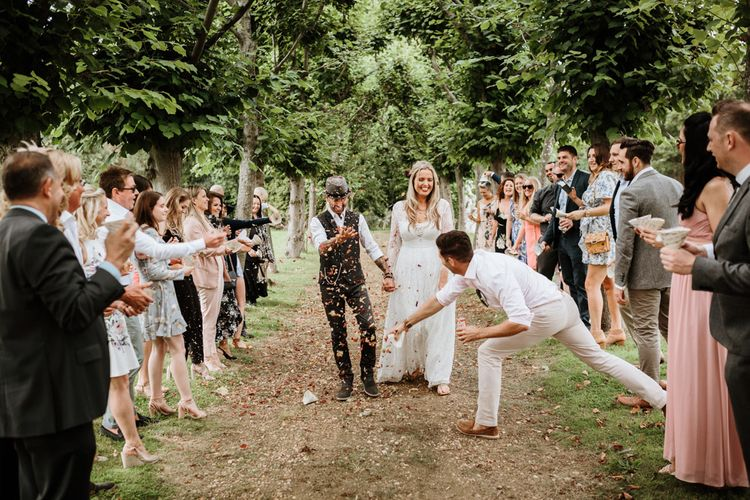 Outdoor Wedding Vibes | Farmhouse at Redcoats | Green Antlers Photography
