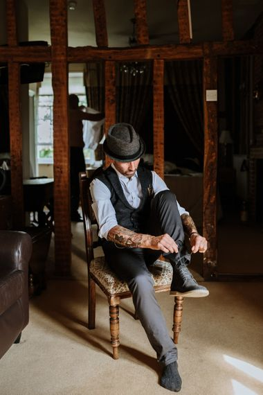 Groom getting ready | Farmhouse at Redcoats | Green Antlers Photography