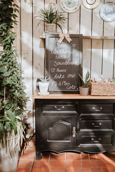 Wedding Signage | Farmhouse at Redcoats | Green Antlers Photography