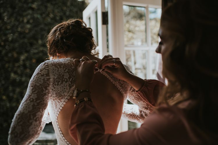 Getting ready | Image by Louise Scott