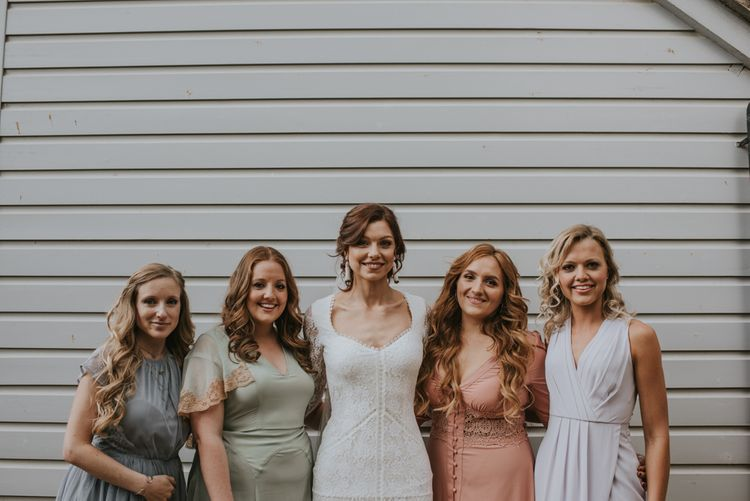 The bride and her bridesmaids | Image by Louise Scott