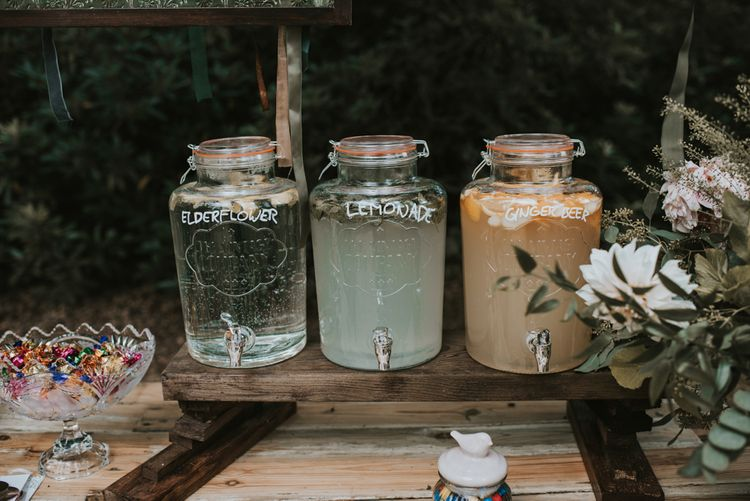 DIY Drinks station | Outdoor wedding | Image by Louise Scott