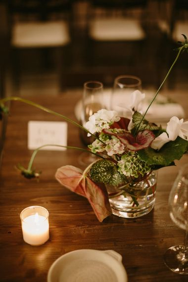 Minimalist Flowers | Spanish Wedding at Can Valldaura Planned by Collage eStudio | Images by Marcos Sanchez | Monika Frias Videography