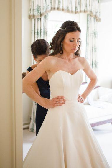 Bridal Preparations   Classic Bride in Caroline Castigliano Wedding Dress   Lucy Davenport Photography