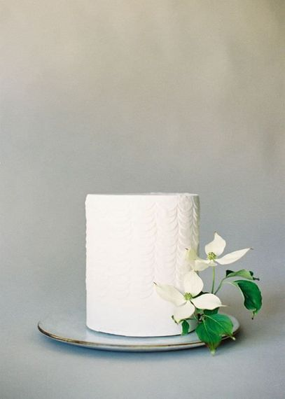 "Botanical Wedding Cake | Summer Styling Reimagined | Image via <a href=""https://www.studiomondine.com"" rel=""noopener"" target=""_blank"">Studio Mondine</a> 