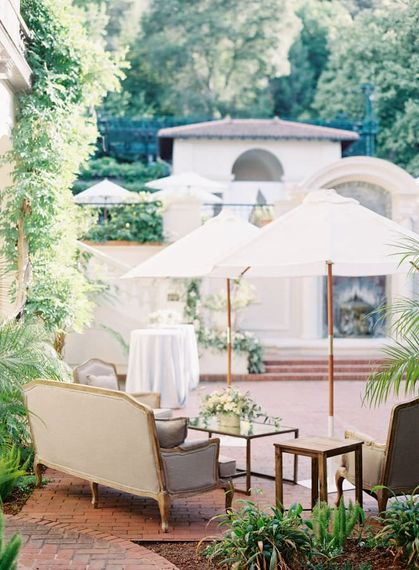 "Outdoor cocktail reception | Summer Styling Reimagined | Image via <a href=""https://www.fabmood.com/tulle-wedding-gown-tuscan-inspired-wedding/"" rel=""noopener"" target=""_blank"">Fab Mood</a> 