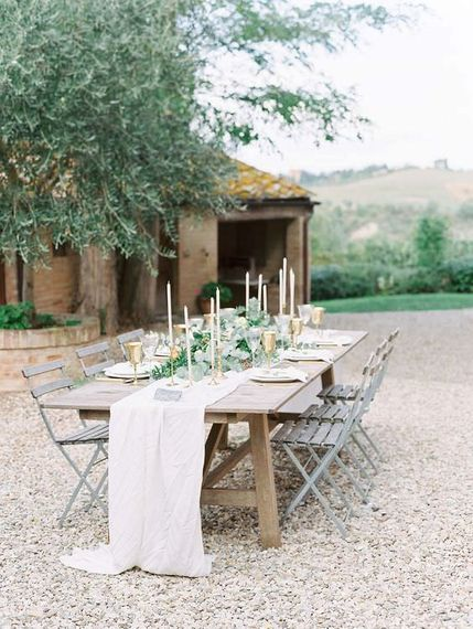 "Destination Wedding Table Styling | Summer Styling Reimagined | Image via <a href=""https://weddingsparrow.com"" rel=""noopener"" target=""_blank"">Wedding Sparrow</a> 
