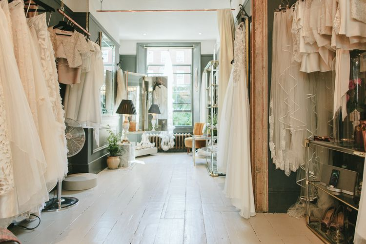 """<a href=""""https://www.rockmywedding.co.uk/thelist/"""" target=""""_blank"""">Boutiques</a>"""