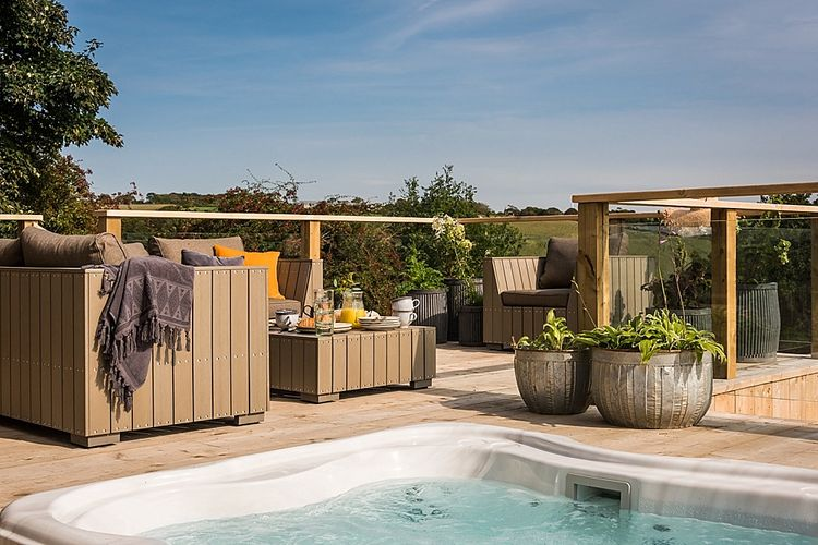 Hot Tub & Terrace | The Stack Cornwall | Intimate Exclusive Hire Wedding Venue