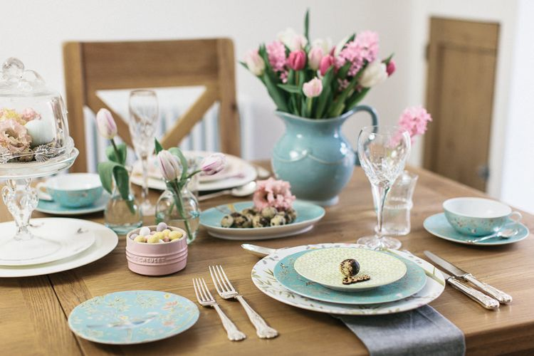 A PASTEL EASTER TABLE