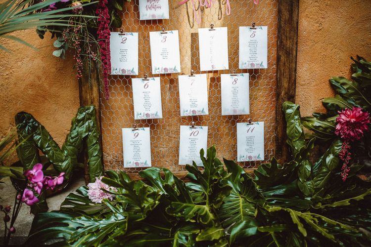 Chicken Wire Table Plan | Tropical Green & Fuchsia Pink Outdoor Wedding at Castellina de Miremont, Italy Planned & Styled by Come le Ciliegie Wedding & Events | Images by Effeanfotografie | Film by Headshot Weddings