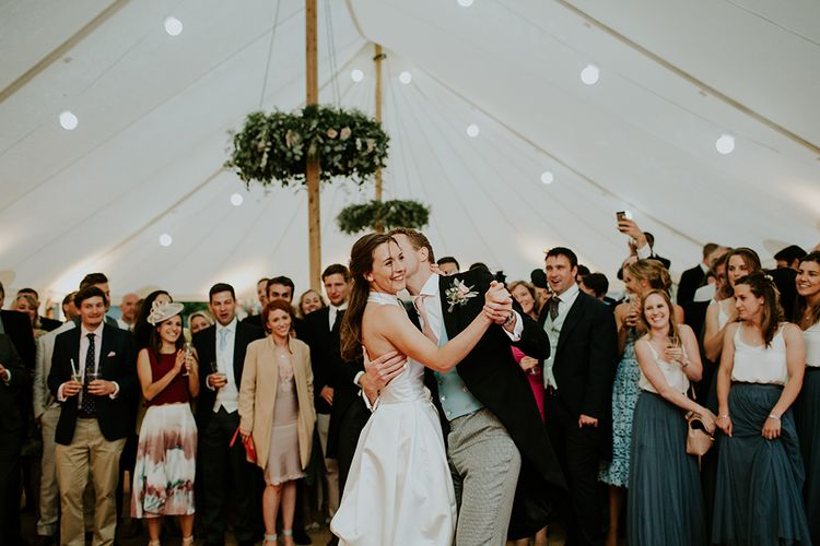 Bride and Groom Dance for their guests, the bride dazzles in Jesus Peiro