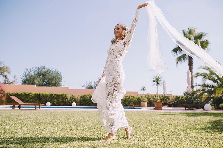 web035Bride in Yolan Cris Lace Wedding Dress | Sara Frost Photography | AMS Love in Video