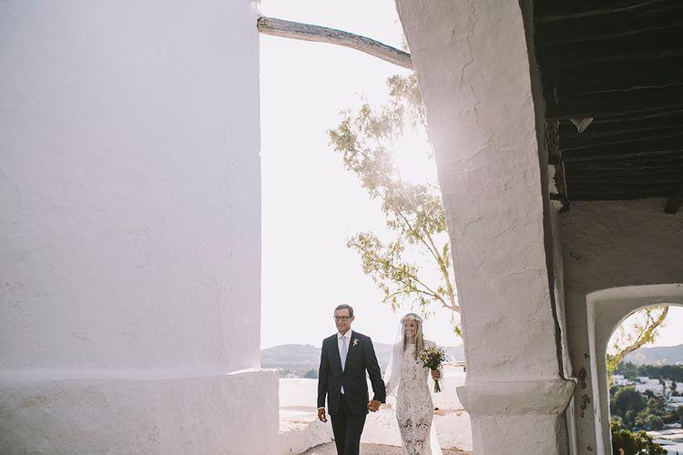 Bride in Yolan Cris Lace Wedding Dress | Groom in Corvus Barcelona Suit | Sara Frost Photography | AMS Love in Video