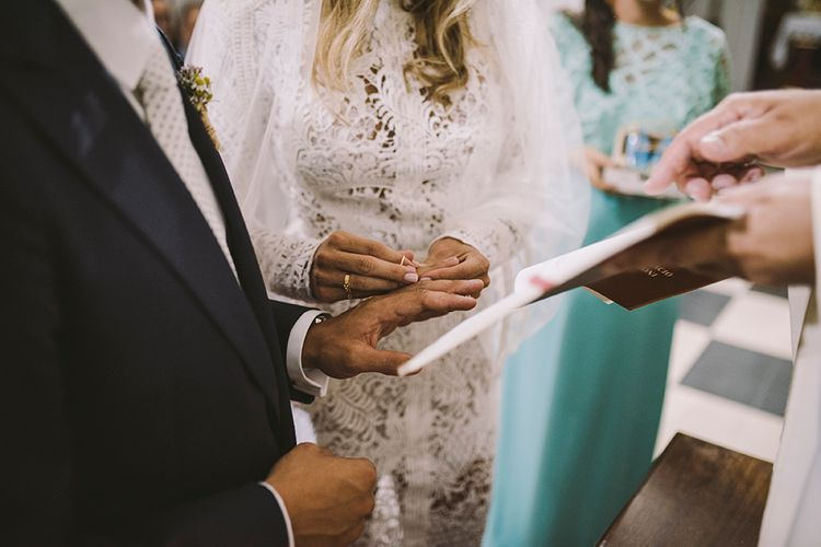 Wedding Ceremony | Bride in Yolan Cris Lace Wedding Dress | Sara Frost Photography | AMS Love in Video