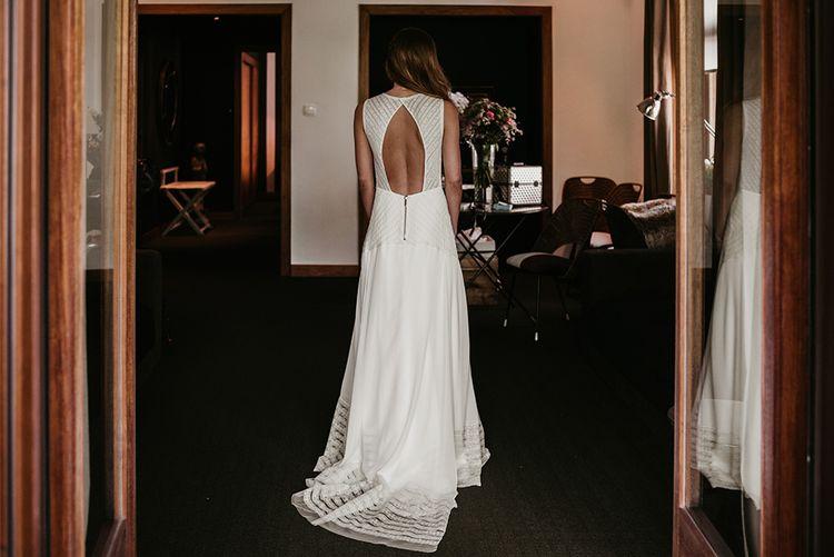 Backless Teresa Helbig Bridal Gown | Authentic Spanish Wedding at Masia Ribas, Barcelona | Sara Lobla Photography
