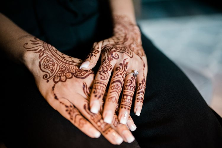 Mehndi // Anglo Indian Fusion Wedding // Wharfedale Grange, Yorkshire // Photography by Kazooieloki.