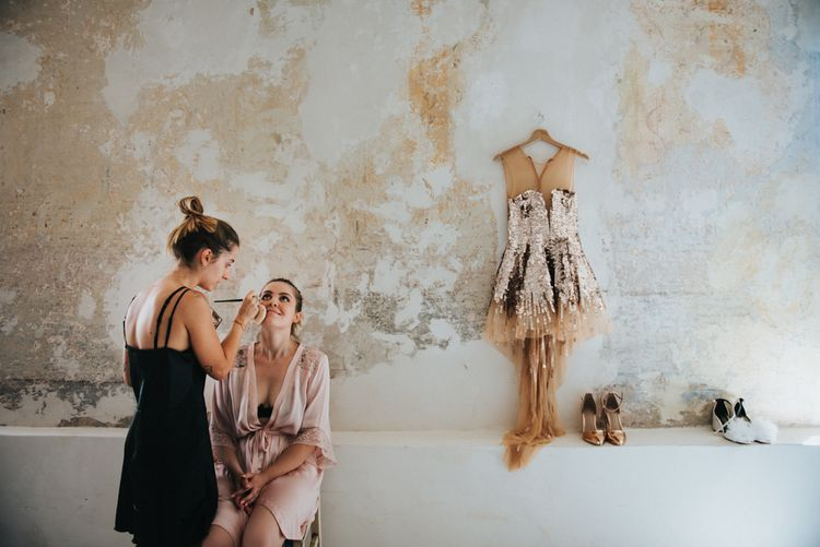 Wedding Morning, Bridal Preparations | Stylish Pink Wedding at Terzo di Danciano, Tuscany, Italy | Lucrezia Senserini Photography | Film by Righi Photography