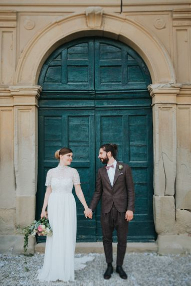 Bride in Sartoria Cucciaioni Wedding Dress | Groom in Brown Tweed Suit & Bow Tie | Stylish Pink Wedding at Terzo di Danciano, Tuscany, Italy | Lucrezia Senserini Photography | Film by Righi Photography