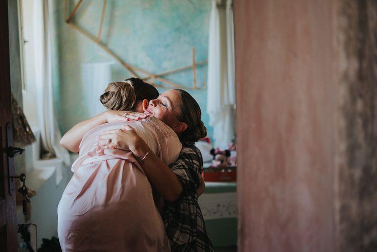Wedding Morning Bridal Preparations | Stylish Pink Wedding at Terzo di Danciano, Tuscany, Italy | Lucrezia Senserini Photography | Film by Righi Photography