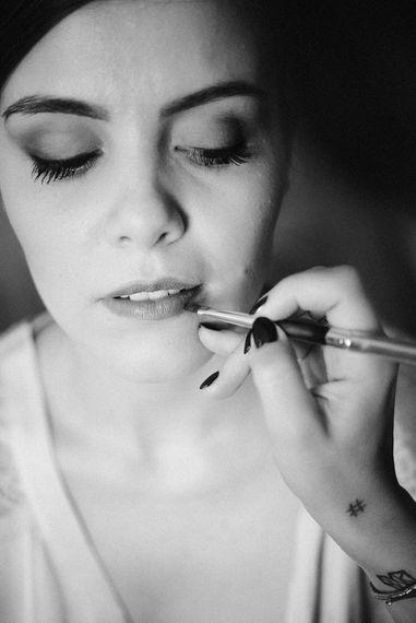 Wedding Morning Bridal Makeup | Stylish Pink Wedding at Terzo di Danciano, Tuscany, Italy | Lucrezia Senserini Photography | Film by Righi Photography