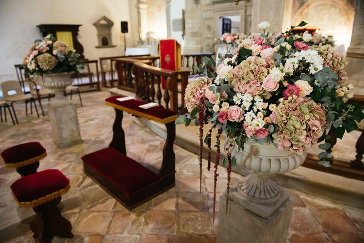 Blush Pink Roses & Hydrangea Flower Arrangement | Stylish Pink Wedding at Terzo di Danciano, Tuscany, Italy | Lucrezia Senserini Photography | Film by Righi Photography