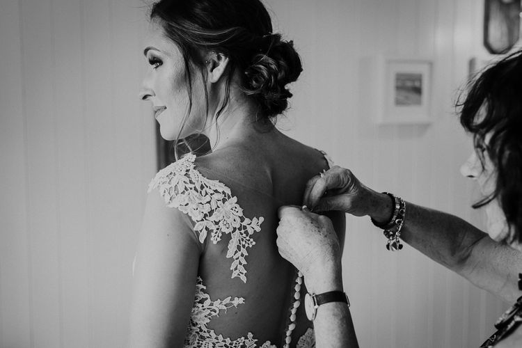 Wedding Morning | Bridal Preparations | Bride in Lace Long Sleeve Martina Liana Wedding Dress | Lusty Glaze Beach Wedding Newquay Cornwall | Alexa Poppe Photography