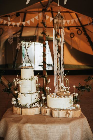 Nature Inspired Wedding Cake // Image By Rosie Kelly Photography