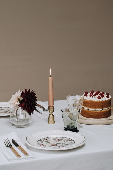Patterned dinner service and naked cake