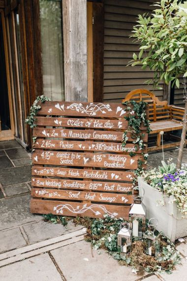 Rustic styled wooden pallet order of the day with green foliage detailing