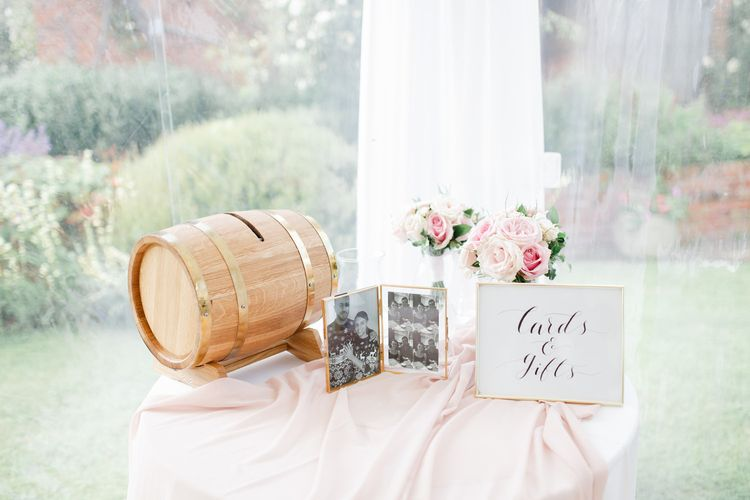 Cards and gift table with barrel box