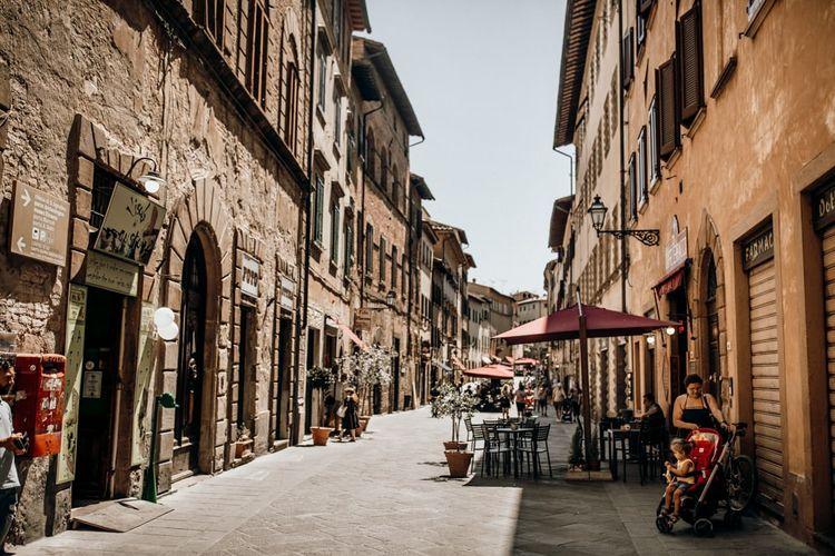 Intimate Tuscan wedding