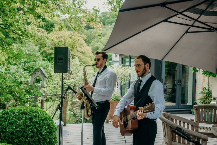Wedding entertainment at outdoor ceremony