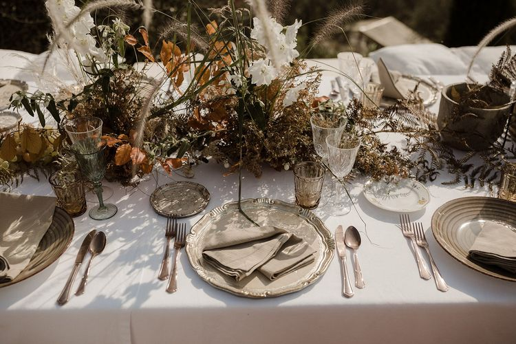 Wedding place setting with neutral tone flowers